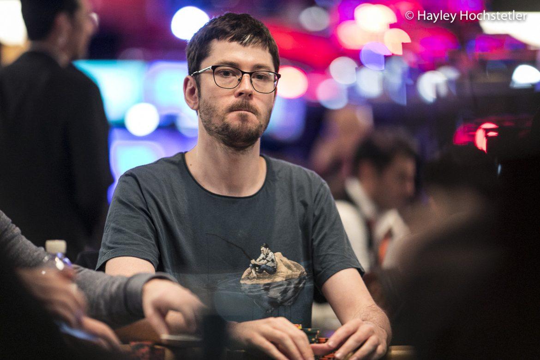 Gavin Cochrane Unggul Selama Seri Master Poker PLO Online