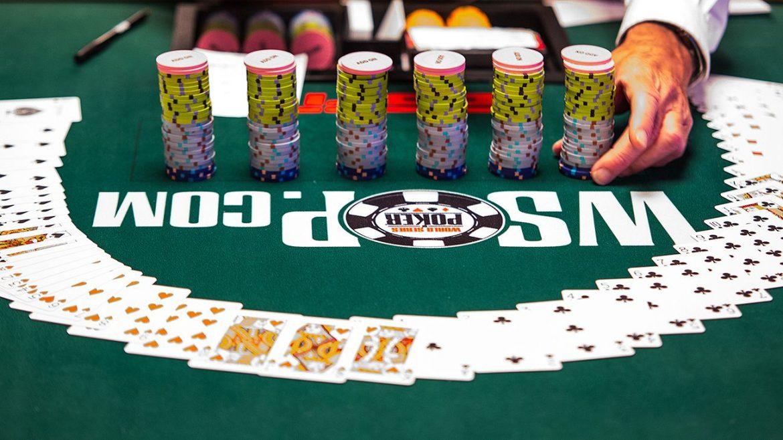American Bryan Piccioli memimpin seri internasional Poker Dunia jelang final hari Sabtu