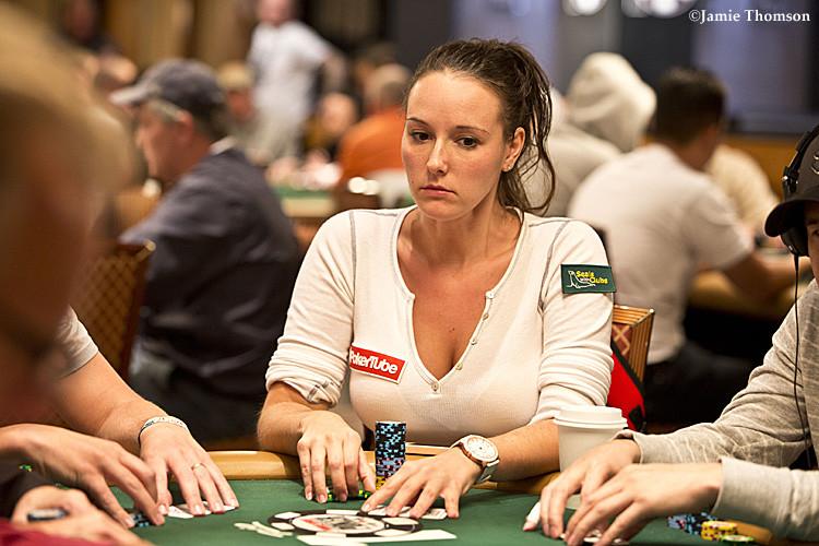 Pemain Poker dan Bintang Penyintas Anna Khait Terlibat dalam Plot untuk Memata-matai FBI