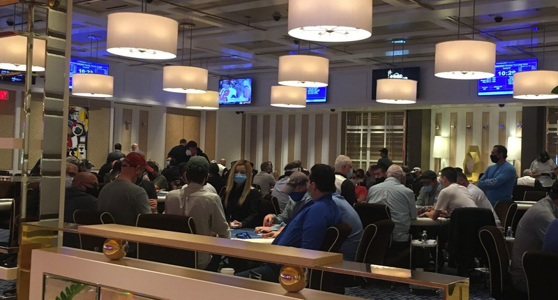 Sebagian Besar Ruang Poker Las Vegas Menghapus Pembagi Kaca Plexiglass