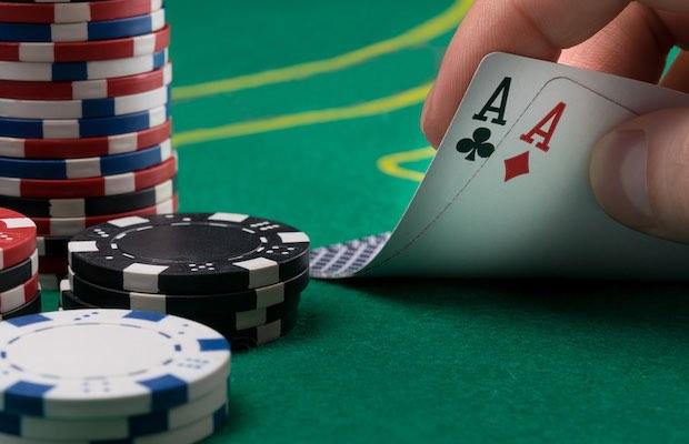 Nikmati Poker Online Dengan Mencoba Semua Jenis Yang Berbeda