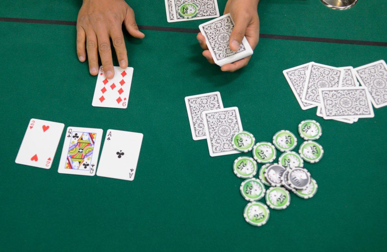 Turnamen Poker Amal menguntungkan program militer